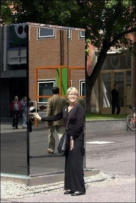 one-way-mirror-outside